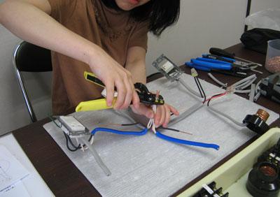 女性電気工事士